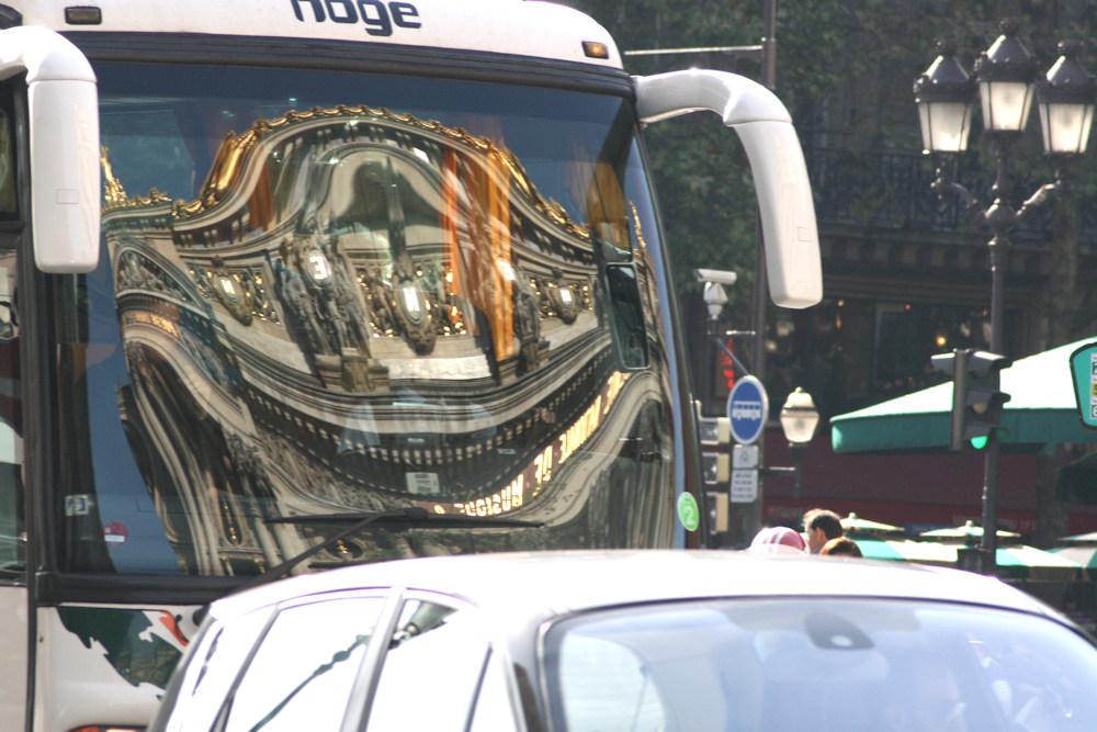 BUS_005 * Un car à Paris