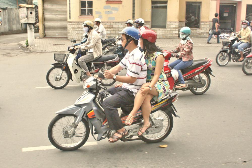 2-3_ROUES_003 * Transports amoureux vietnamiens