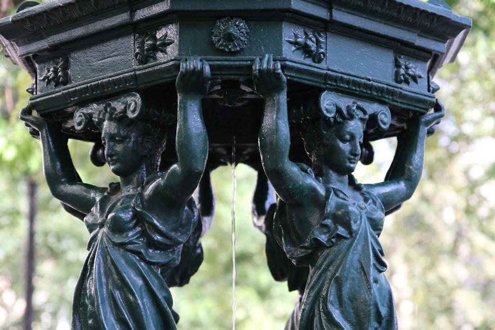 FONTAINE_001 * Incontournable parisien, la fontaine Wallace